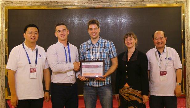 Lars Wienbrand bekommt den Best Workshop Paper Award 2018